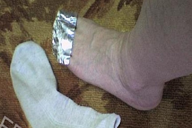 What will happen if you wrap your feet with aluminum foil